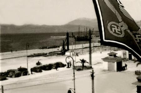 Από τις πρώτες φωτογραφίες της Πάτρας υπό Γερμανική κατοχή, Απρίλος 1941, αρχείο Βύρωνα Τεζαψίδη