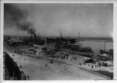 Πλοία της Regia Marina στο λιμάνι της Πάτρας Αρχείο Άρη Μπιλάλη- LUCE ARCHIVO CENTRATO DELLO STATO